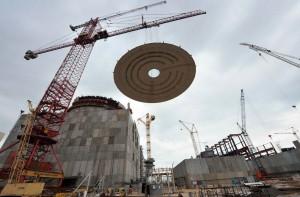 Instalace kupole na Rostovské jaderné elektrárně. Zdroj: WNN