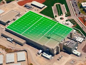 Pohled na NIF seshora. Rozloha budovy činí přibližně stejně, jako rozloha fotbalového hřiště. Zdroj: web NIF
