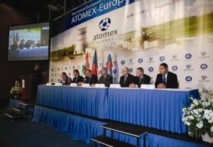 Zástupci Rosatomu na fóru Atomex, uprostřed generální ředitel společnosti Sergej Kirijenko. Zdroj: mmspektrum.com