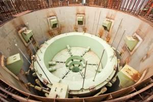 Lapač aktivní zóny na Lenigradské JE-II, který byl do reaktorové šachty spuštěn na přelomu let 2009 a 2010. Všimněte si obětního materiálu, který tvoří výplň lapače. Zdroj: http://ist.my1.ru