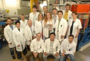 Tým kolem nového zařízení TASCA vGSI Darmstadt, kde se studují chemické vlastnosti supertěžkých prvků. Laboratoř GSI Darmstad byla strůjcem zlomu ve využití chladné fúze a identifikace supertěžkého jádra pomocí kaskády rozpadů alfa. (Zdroj GSI Darmstadt).