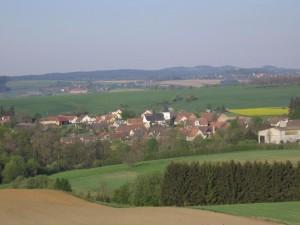 Panoramatický pohled na obec Bukov, kde možná nebude stát jaderné úložiště. Zdroj: Bukov.cz