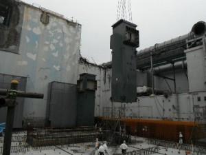 Instalace nosného sloupu na čtvrtém bloku Fukušimy. Zdroj: WNN