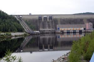 Současná elektrárna Orlík pod hrází stejnojmenné přehrady.