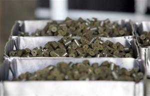 Palivové peletky, kterými jsou naplněny palivové tyče.