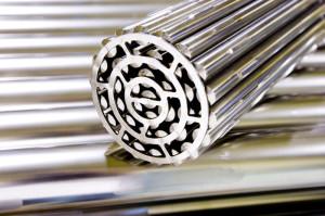 Palivový soubor, tyče jsou pokryty zirkoniem. Zdroj: Cameco