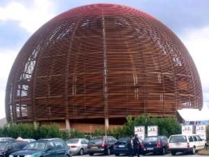 Výstavní síň GLOBE prezentuje částicovou fyziku a CERN interaktivní formou a určitě také stojí za návštěvu.