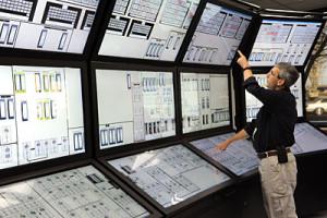 Výzkumník ústavu INL pracuje na přehlednějších a intuitivnějších displejích pro operátory jaderných elektráren. (Zdroj: Inlportal.inl.gov)