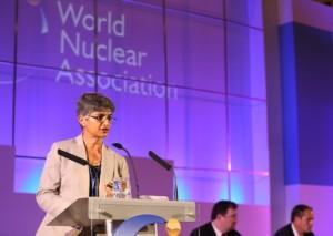 Sashi Davies ze společnosti Extract Resources prezentuje zprávu organizace WNA.  (Zdroj: World-nuclear-news.org)