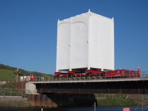 Přejezd vodního toku Ehen za pomoci dočasného mostu.