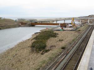 Příprava provizorního mostu přes řeku Ehen.