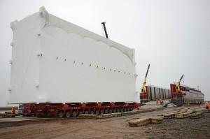 Transport těchto 500 tun těžkých modulů nepatří mezi nejjednodušší operace.
