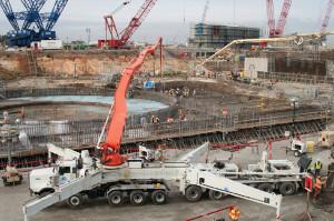Fotografie z průběhu lití betonu na stavbě druhého bloku jaderné elektrárny V. C. Summer v Jižní Georgii. (Zdroj: Powermag.com)