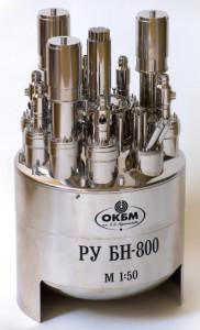 Model tlakové nádoby a dalších zařízení pro reaktor BN-800. (Zdroj: Okbm.nnov.ru)