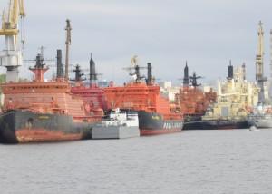 Jaderné ledoborce zakotvené ve svém domovském přístavu Murmansk. (Zdroj: Barentsobserver.com)