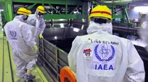 Mezinárodní tým odborníků z MAAE při prohlídce Fukušimy Dajiči a hodnocení postupu při likvidaci následků havárie. (Zdroj: Channelnewasia.com)