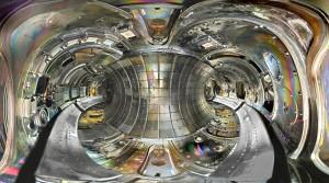 Pohled do vakuové komory končícího tokamaku TEXTOR