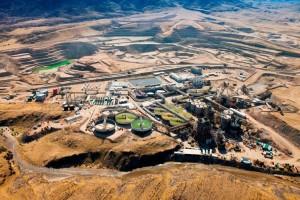 Zpracovatelský závod ležící u dolu Lange Heinrich v Namibii. (Zdroj: Miningne.ws)