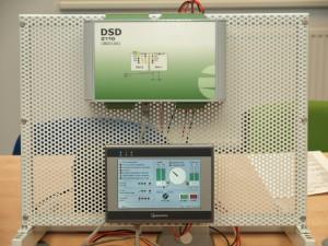 Digitální synchronizační zařízení pro DSD Z110 s ovládacím panelem, určené pro fázování synchronních generátorů. (Zdroj: ZAT, a. s.)