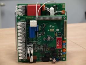 Výkonový DC/DC měnič 25A s IGBT tranzistory, pro napájení budícího vinutí generátorů malých výkonů. (Zdroj: ZAT, a. s.)
