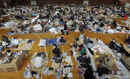 Evakuovaní obyvatelé žijící původně poblíž poškozené jaderné elektrárny Fukušima Dajiči. (Zdroj: Atomic-energy.ru)