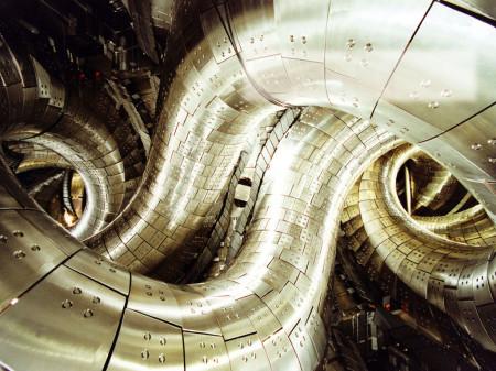 LHD - velký supravodivý stelarátor typu heliotron, který pracuje v Japonsku.