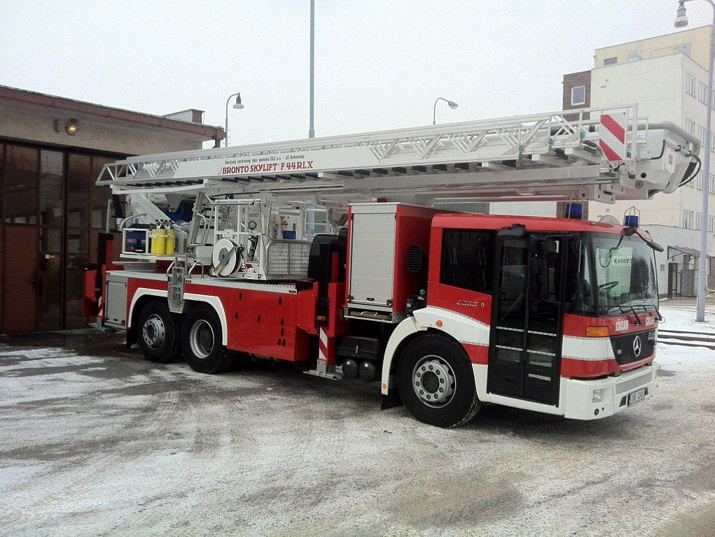 Dukovanští hasiči dostali pro případ havárie pět velkých strojů
