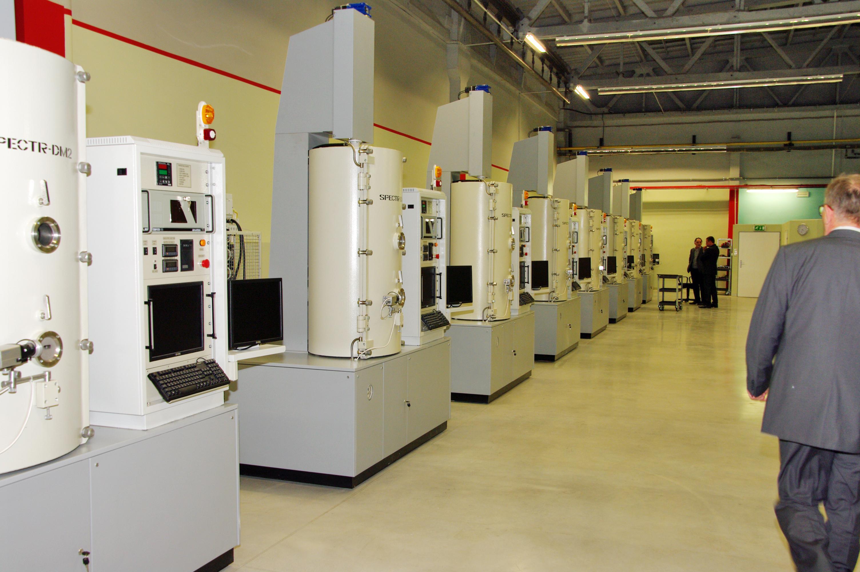 VPraze byla otevřena nová továrna na výrobu safírových monokrystalů