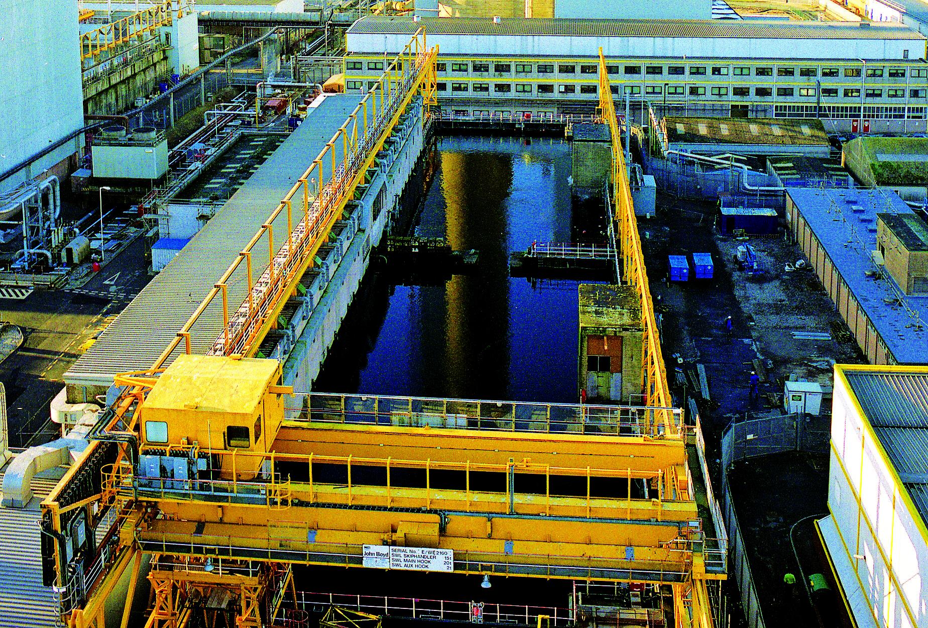 V Sellafieldu začíná čištění největšího skladovacího bazénu jaderného paliva na světě