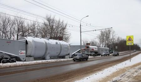 Speciální železniční vagon má úctyhodnou délku 66 metrů. (Zdroj: Atominfo.ru)