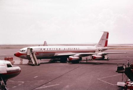 Fotografie Boeingu 707 společnosti American Airlines z roku 1959. (Zdroj: War Is Boring)