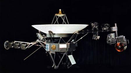 Výzkum okrajových částí sluneční soustavy sondou Voyager 1, jejíž provoz trvá již 37 let, by bez využití jádra nebyl možný. (Zdroj: Nasa.gov)