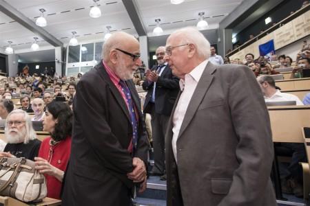 François Englert a Peter W. Higgs se poprvé setkali 4. července 2012 při definitivním oznámení potvrzení existence Higgsovy částice. (Zdroj: Cern.ch)