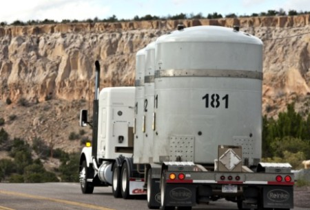 Do amerického úložiště WIPP ležícího v Novém Mexiku proběhlo již přes tisíc silničních transportů odpadu kontaminovaného transurany. (Zdroj: World Nuclear News)