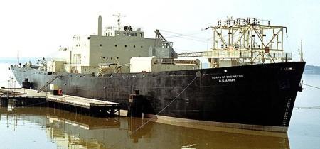 Jediná americká plovoucí jaderná elektrárna kotvící v přístavu a dodávající energii na pobřeží. (Zdroj: Militaryanalysis.blogspot.cz)