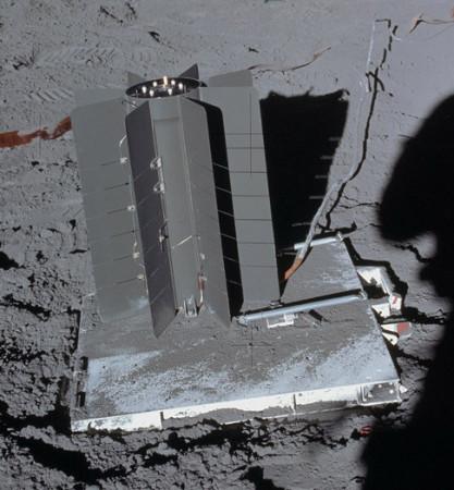 Radioizotopový termoelektrický generátor používaný misí Apollo 14 v roce 1971. (Zdroj: Nasa.gov)