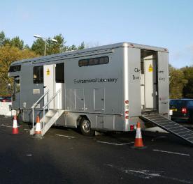 Zvenku sice laboratoř připomíná obyčejný karavan, uvnitř se ale nalézá mnoho přesného vědeckého vybavení. (Zdroj: Neimagazine.com)
