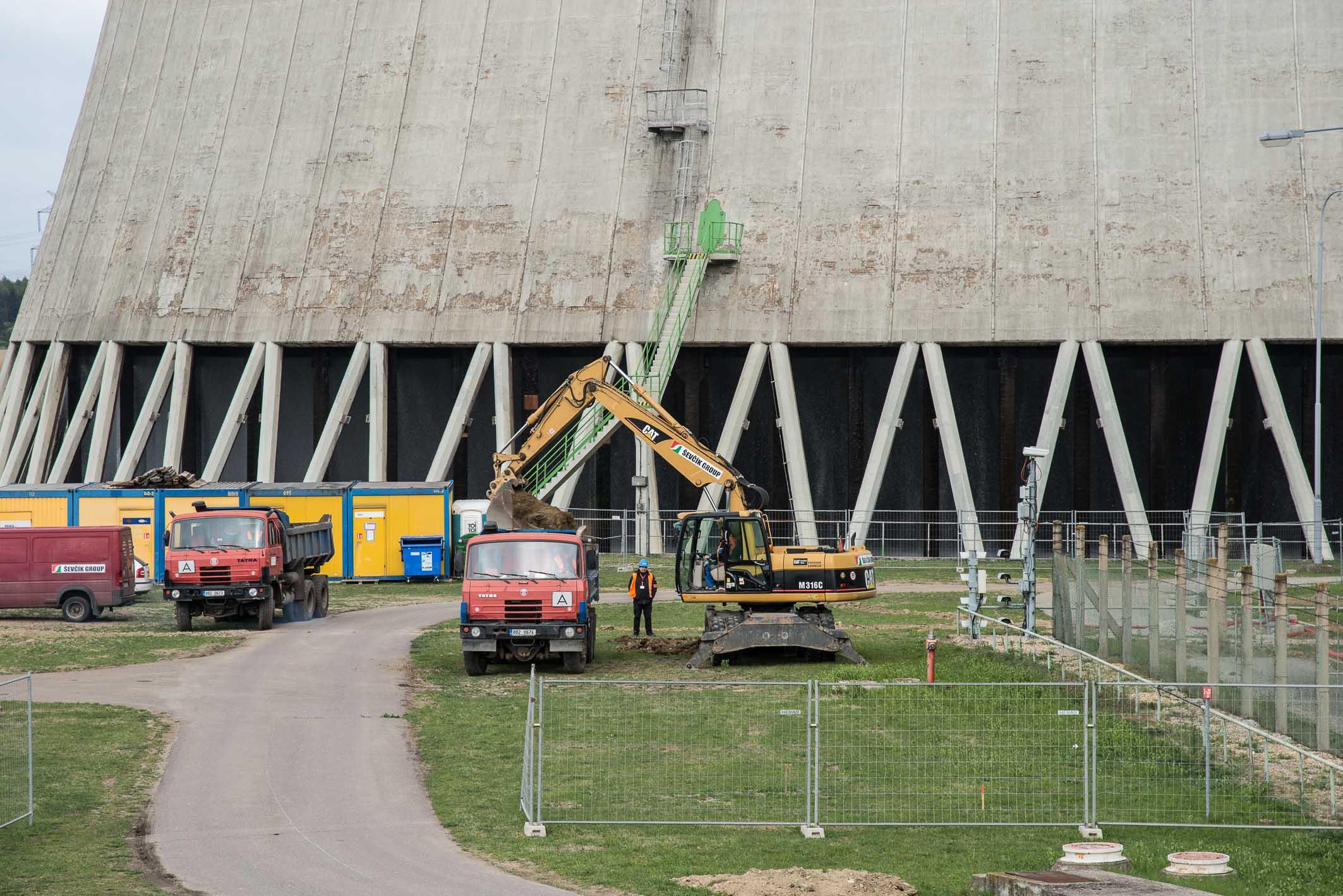 V Dukovanech začali dělníci stavět odolnější chladicí věže