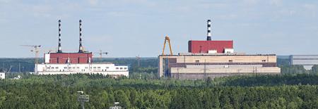 Dokončené bloky Bělojarské jaderné elektrárny. Levá budova patří reaktorům AMB-100 a AMB-200 a pravá reaktoru BN-600. (Zdroj: Rosenergoatom.ru)