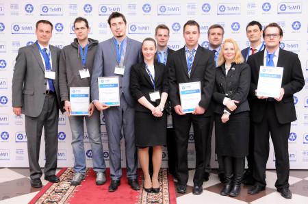 Čeští studenti se svým doprovodem z Akademie Rosatomu, kteří jim pomáhali s doladěním prezentace a tlumočili jim.