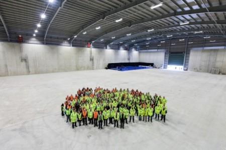 Ceremonie u příležitosti předání prvního ze dvou podzemních skladů od dodavatele Graham Construction manažerovi společnosti Cavendish Dounreay Partnership a vlastníkovi provozní licence Dounreay Site Restoration Ltd. (Zdroj: World Nuclear News)