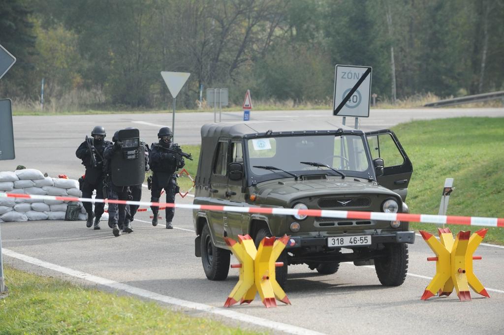 Dvě stovky vojáků, policistů a techniků cvičily obranu Dukovan