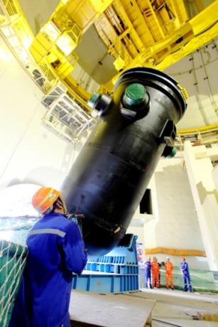 Tlaková nádoba druhého bloku JE Čchang-ťiang byla spuštěna do reaktorové šachty