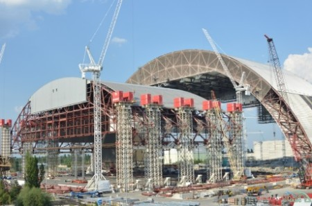 Chernobyl arch - lifting of second half 460 (ChNPP)