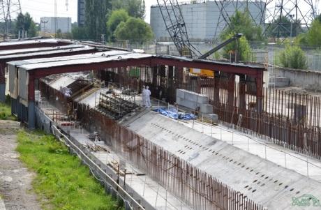 Nový černobylský sarkofág roste i do hloubky – byly dokončeny jeho betonové základy