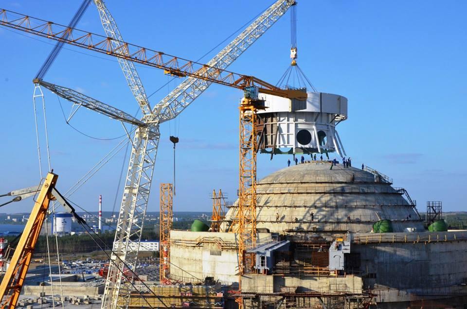 Fotogalerie: Montáž systému pasivního odvodu tepla na reaktorovou budovu JE Novovoroněž II