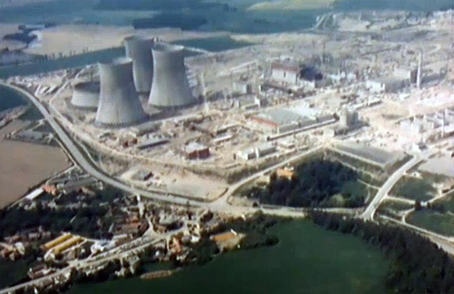 Výstavbu Jaderné elektrárny Temelín provázely poruchy i protesty