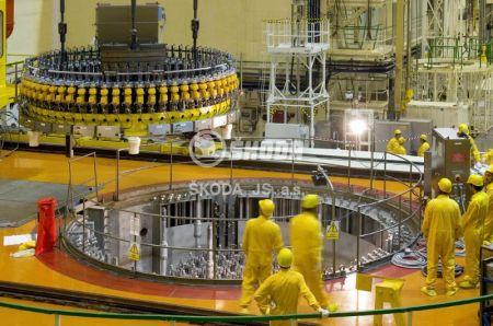 03_utahovak-hlavniho-priruboveho-spoje-reaktoru-vver-440-je-dukovany