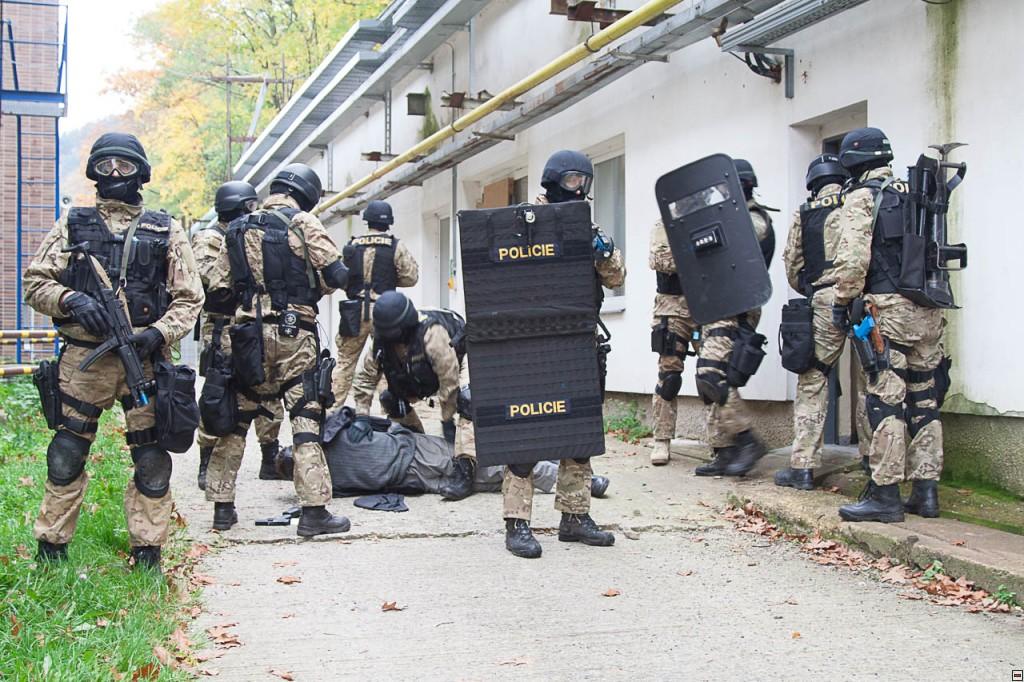 V areálu ÚJV Řež, a. s., v Řeži u Prahy se uskutečnilo společnécvičení IZSk a Policie ČR