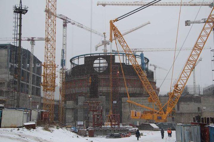 Fotografie: Druhý blok Leningradské JE-II roste do výšky